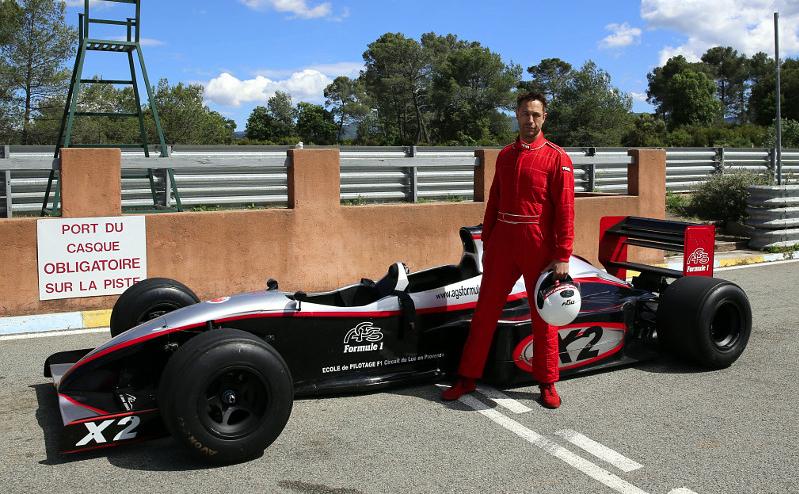 Datenlogger MSR165 misst G-Kräfte in Formel-1-Doppelsitzer