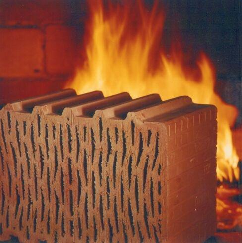 Herstellung von Ziegelsteinen: Datenlogger überwachen Temperatur und Feuchtigkeit in der kritischen Trockenphase